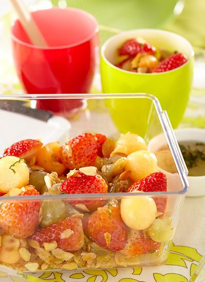 Ensalada de frutas en almíbar de vino blanco y menta