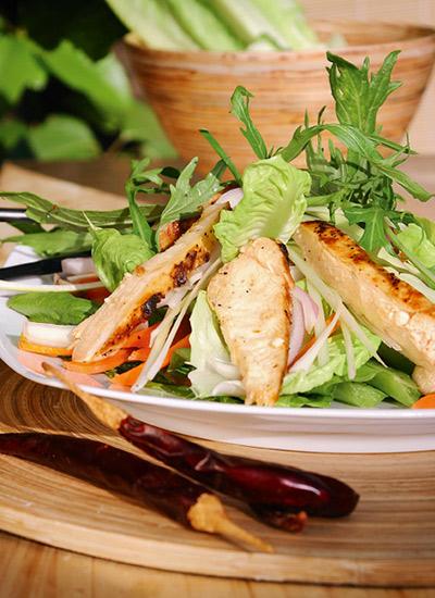 Ensalada de pollo y jengibre estilo oriental