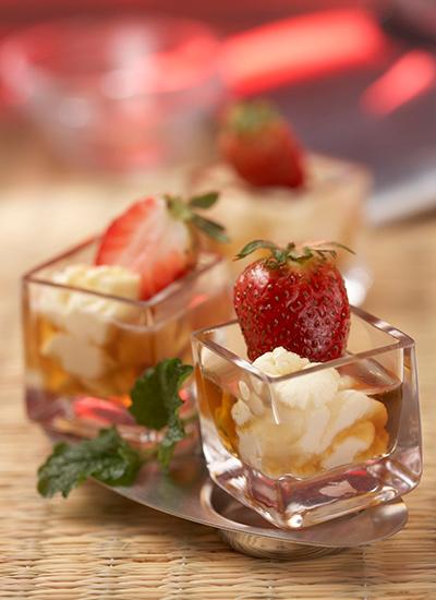 Fresas en miel de vodka con suero costeño