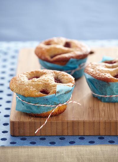Muffins de banano con frutos rojos