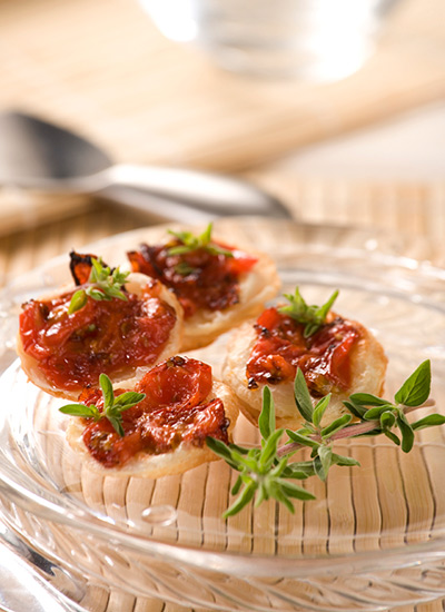 Nidos de tomates confitados y orégano