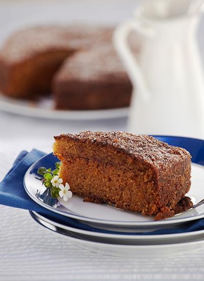 Pan de zanahoria con ciruelas y canela
