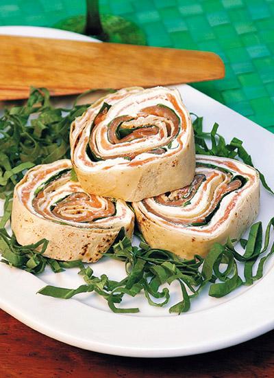 Rollitos de trucha en pan árabe