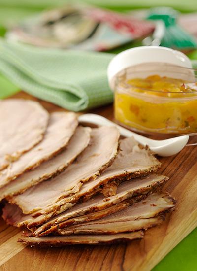 Sándwich de pernil de cerdo con chutney de mango