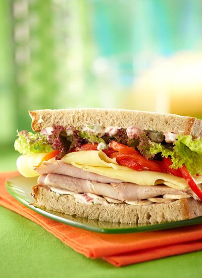 Sándwich de quesos y jamones