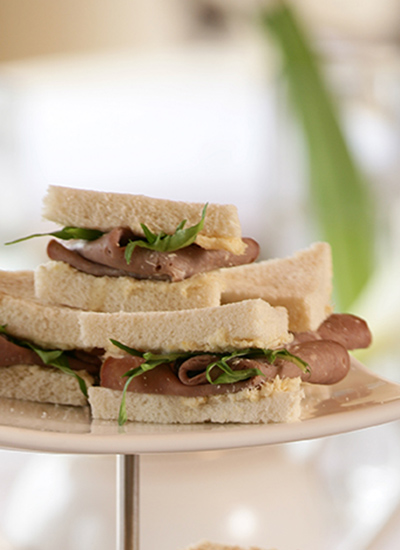 Sándwiches de roast beef y horseradish