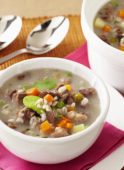 Sopa de cebada perlada con costilla