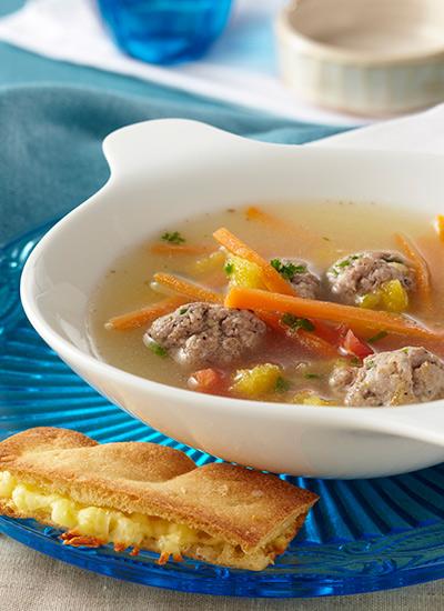 Sopa de verduras con albóndigas y jerez