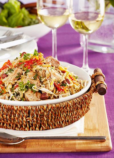 Tallarines de arroz con cerdo y cítricos