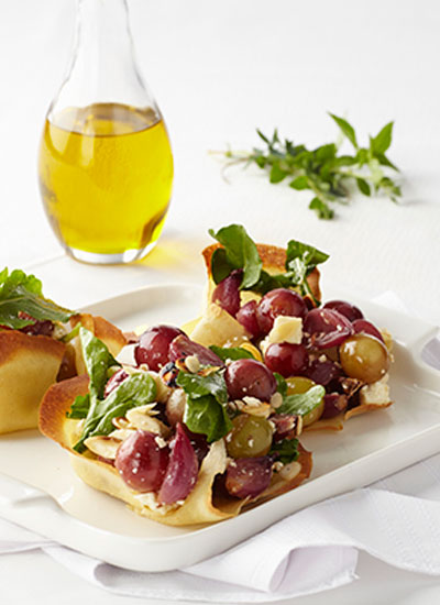 Canastas de crepes con ensalada de uvas