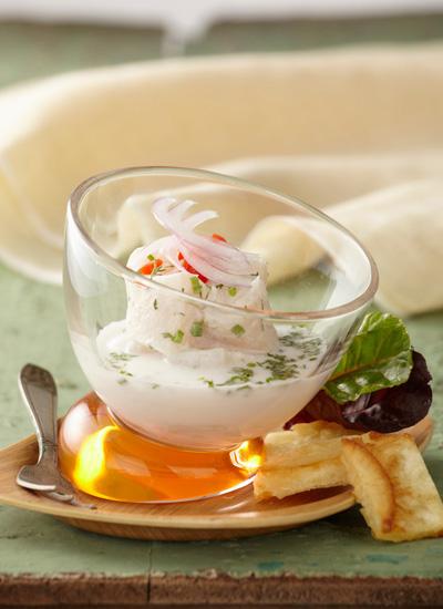 Ceviche de pescado blanco con leche de coco, albahaca negra, poleo y cilantro cimarrón