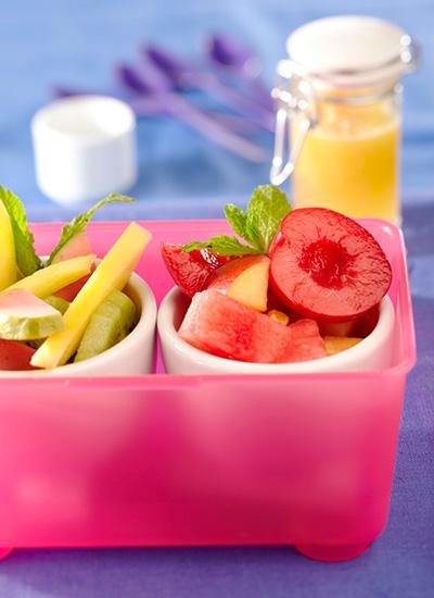 Ensalada de frutos rojos y ensalada de frutas verdes