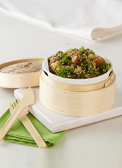 Ensalada de quinua y pesto de hierbas frescas