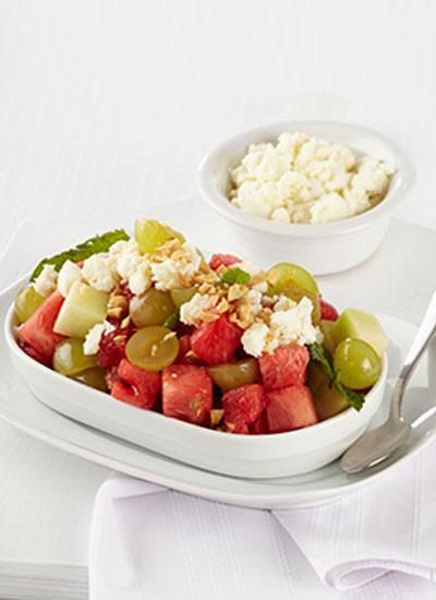 Ensalada de sandía, uvas y cuajada