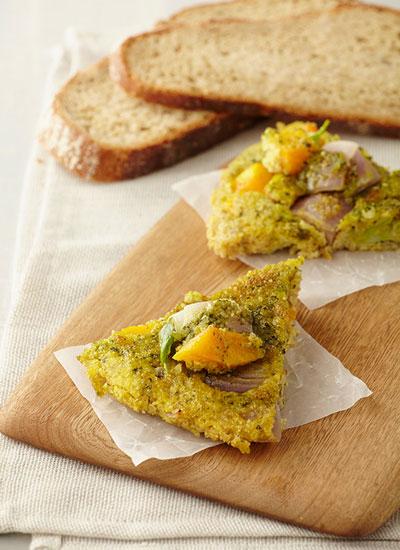 Fritatta de quinua y vegetales con pesto de almendras