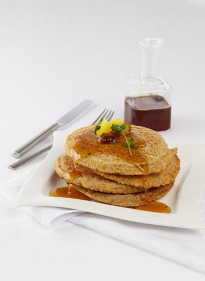 Pancakes de chócolo y avena con cítricos y miel de mandarina