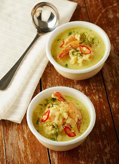 Sopa india de arroz y langostinos