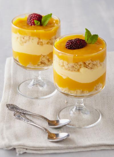 Triflé de coulis de mango, crema y jengibre